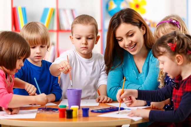 Tranh tập tô phù hợp với khả năng của trẻ