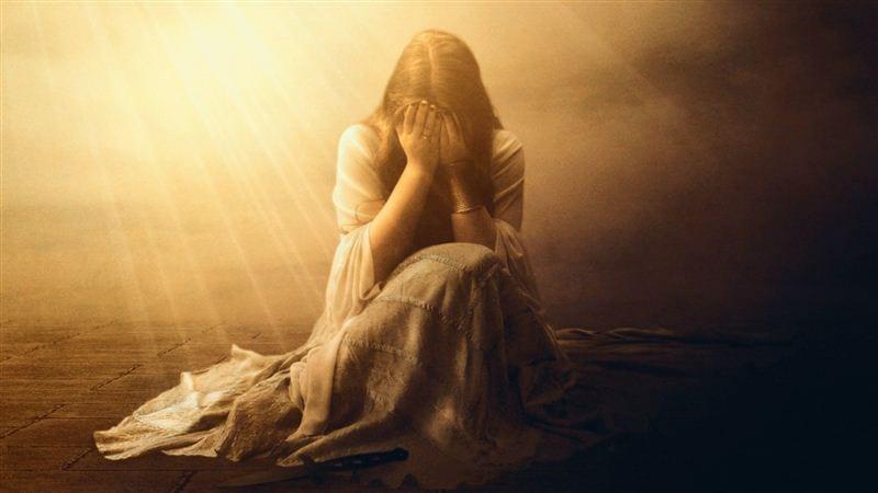Đôi khi ánh sáng cũng làm cô gái bị thất tình trong tình yêu cảm thấy yếu đuối