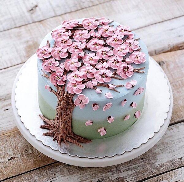 Bánh sinh nhật trang trí hình ảnh hoa anh đào