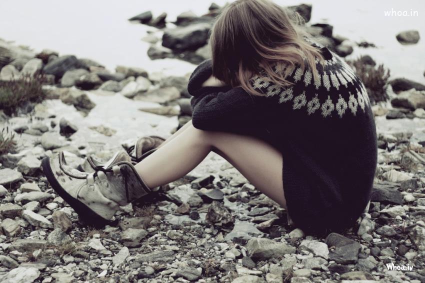 Hình ảnh cô gái một mình cô đơn