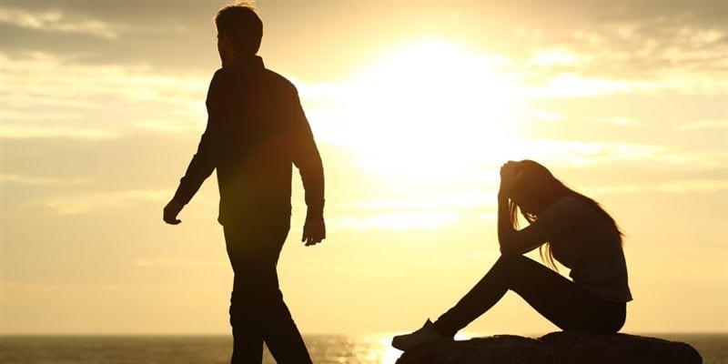 Hình ảnh thể hiện sự đau khổ khi bị phản bội trong tình yêu