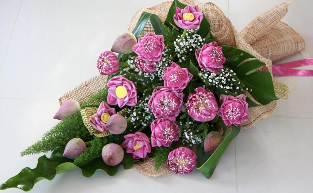 Hoa sen tặng mẹ dịp sinh nhật