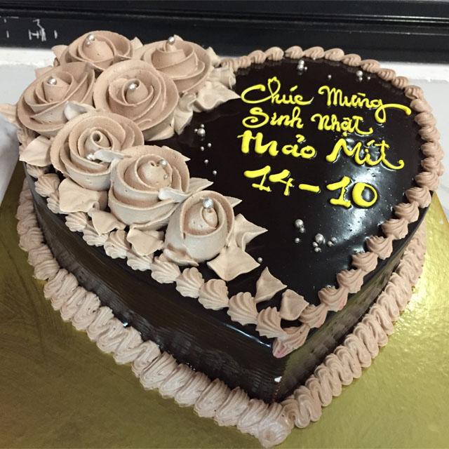 Trang trí bánh sinh nhật bằng socola