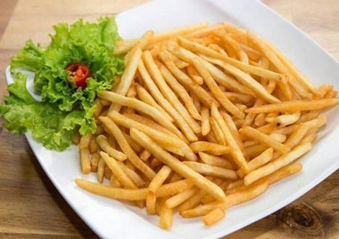Thực hiện món khoai tây chiên-chips thơm ngon tại nhà