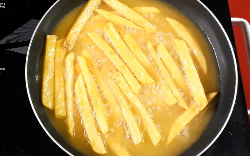 Xóc bơ cùng với khoai tây chiên-chips