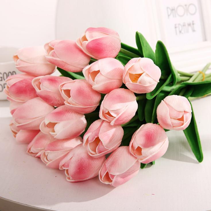 Bảo quản hoa tulip bằng nước lạnh để giúp hoa tươi lâu
