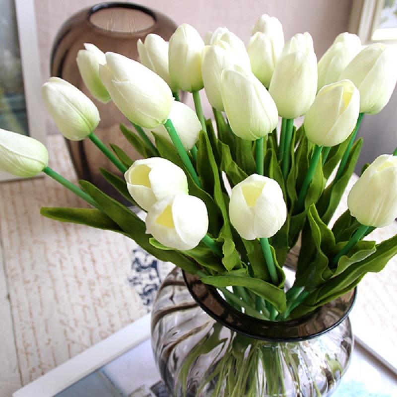 Tulip trăng rất hợp với người mệnh Kim