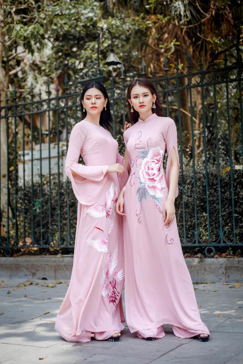 Áo dài cách tân bằng vải lụa mềm mại và sang trọng