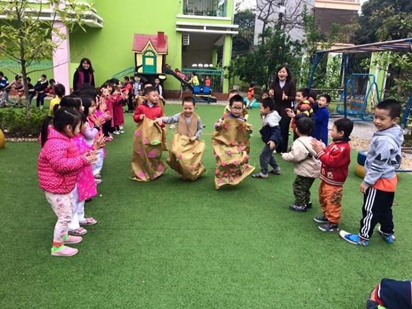 Các trò chơi dân gian giúp bé gắn kết hơn với bạn bè