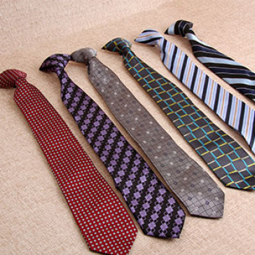 Cà vạt trở thành phụ kiện bắt buộc của trang phục hoàng gia