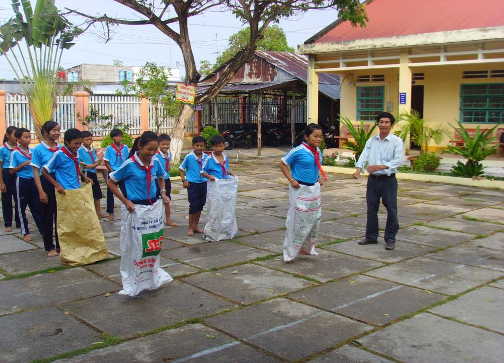 Trò chơi nhảy  bao bố thường được các trường học sử dụng