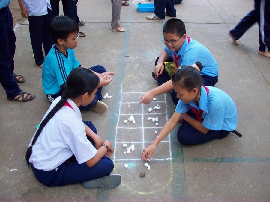 trò chơi ô ăn quan thường sử dụng sỏi đá